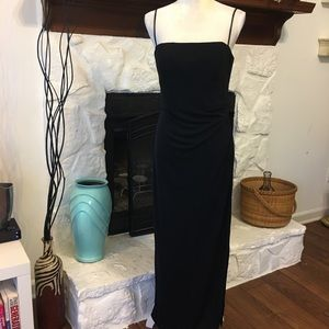 ADRIANNA PAPELL BLACK EVENING GOWN SIZE 10